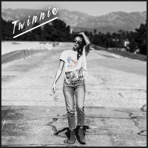 Twinnie 歌手頭像