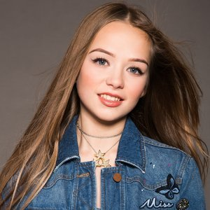 Connie Talbot Artist photo