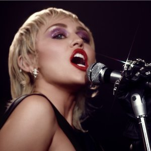 Miley Cyrus (麥莉)