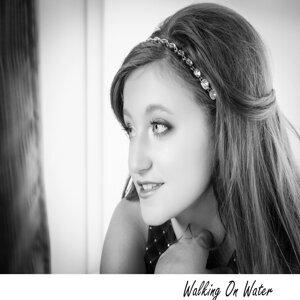Bella Brown 歌手頭像