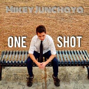 Mikey Junchaya 歌手頭像