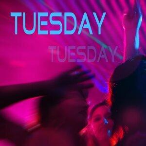 Tuesday アーティスト写真