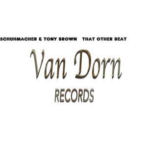Schuhmacher, Tony Brown 歌手頭像