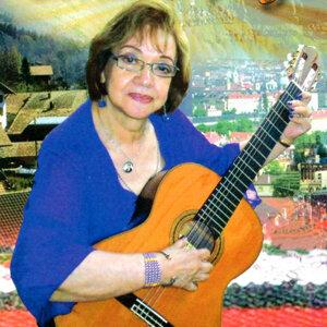 Ruby Román 歌手頭像