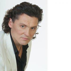 Михаил Бондарев 歌手頭像