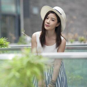 黃玉芹 (HUANG YU QIN) 歌手頭像