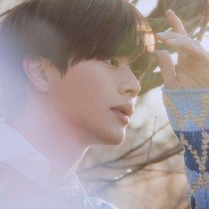 Yook Sung Jae Artist photo