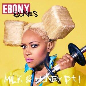 Ebony Bones 歌手頭像