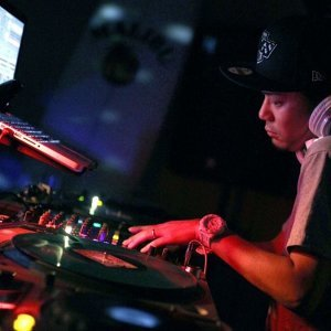 DJ KAZ-Y アーティスト写真