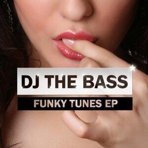 DJ THE BASS 歌手頭像