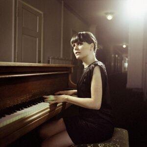 Caroline Chevin 歌手頭像