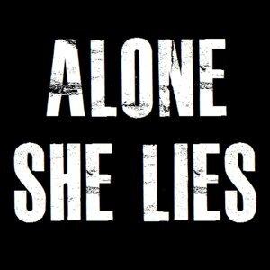 Alone She Lies 歌手頭像
