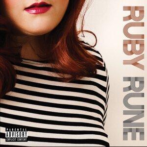 RUBY RUNE 歌手頭像
