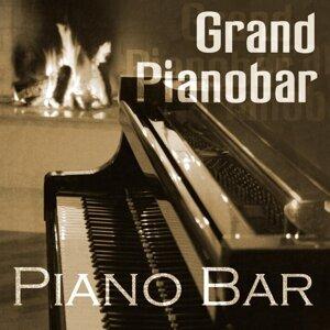 Grand Pianobar 歌手頭像