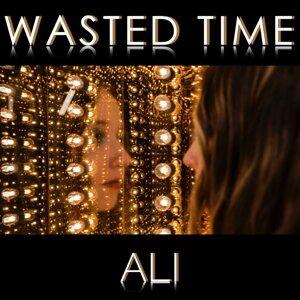 Ali Brustofski 歌手頭像