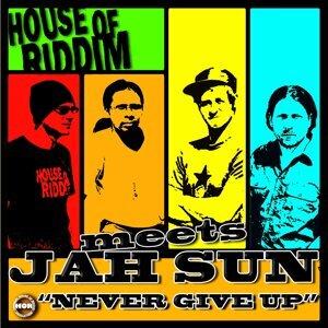Jah Sun Meets House Of Riddim 歌手頭像
