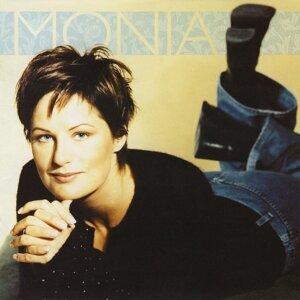 Monia Sjöström