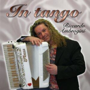 Riccardo Ambrogini 歌手頭像