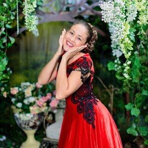 Алёна Петровская 歌手頭像