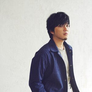 秦基博 (Motohiro Hata)