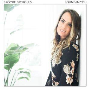 Brooke Nicholls 歌手頭像