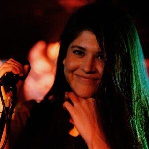 Amanda Alvarez 歌手頭像