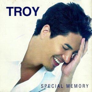 Troy Montero 歌手頭像