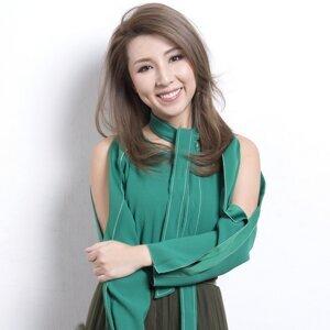 譚嘉儀 (Kayee Tam)