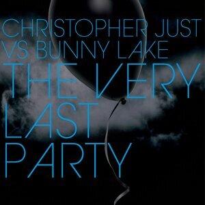 Christopher Just vs Bunny Lake 歌手頭像