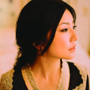 Shimatani Hitomi (岛谷 瞳)