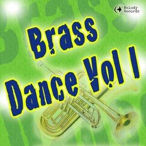 Brass Dance 歌手頭像