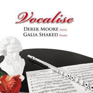 Derek Moore, Galia Shaked 歌手頭像