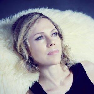 Britta Phillips 歌手頭像