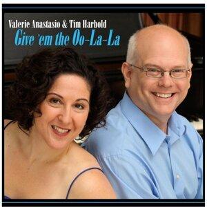 Valerie Anastasio, Tim Harbold Foto artis