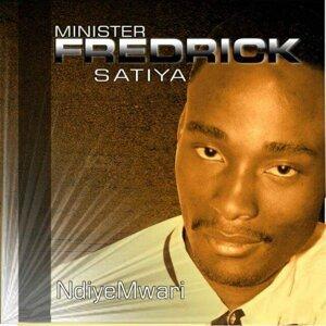 Minister Fredrick Satiya Foto artis