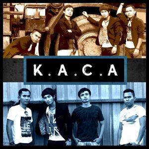 Kaca Band Foto artis