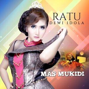 Ratu Dewi Idola Foto artis