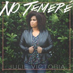 Julie Victoria Foto artis