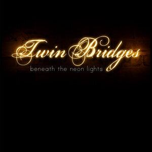 Twin Bridges Foto artis