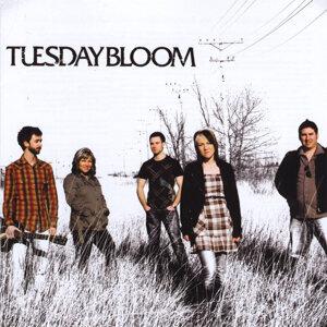 Tuesday Bloom Foto artis