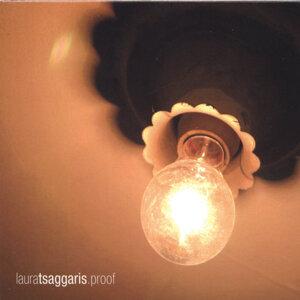Laura Tsaggaris Foto artis