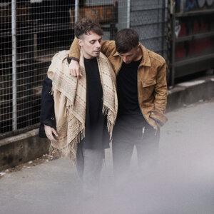 Oskar Linnros, Daniel Adams-Ray Foto artis