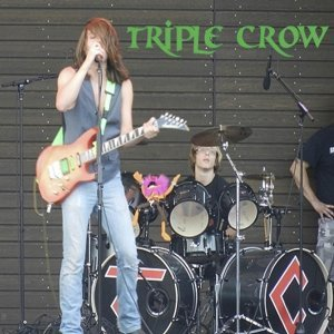 Triple Crow Foto artis