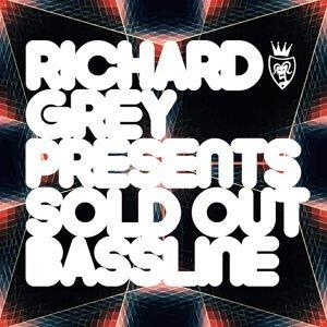 Richard Grey, Sold Out Foto artis