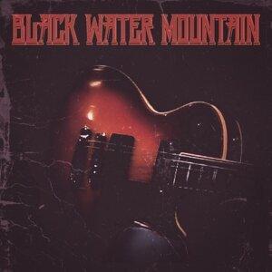 Black Water Mountain Foto artis