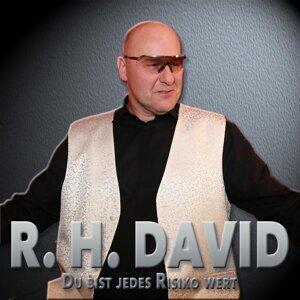 R.H. David Foto artis