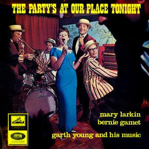 Mary Larkin, Garth Young, Bernie Gamet Foto artis