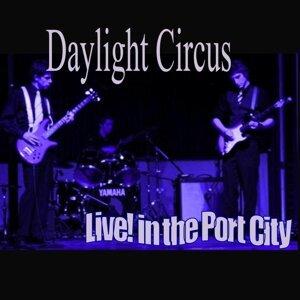 Daylight Circus Foto artis