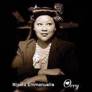 Nicola Emmanuelle Foto artis