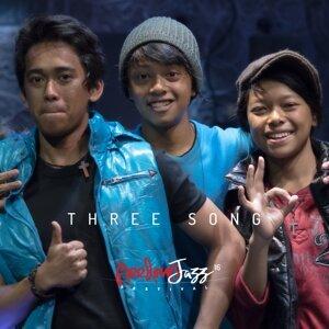 THREE SONG Foto artis